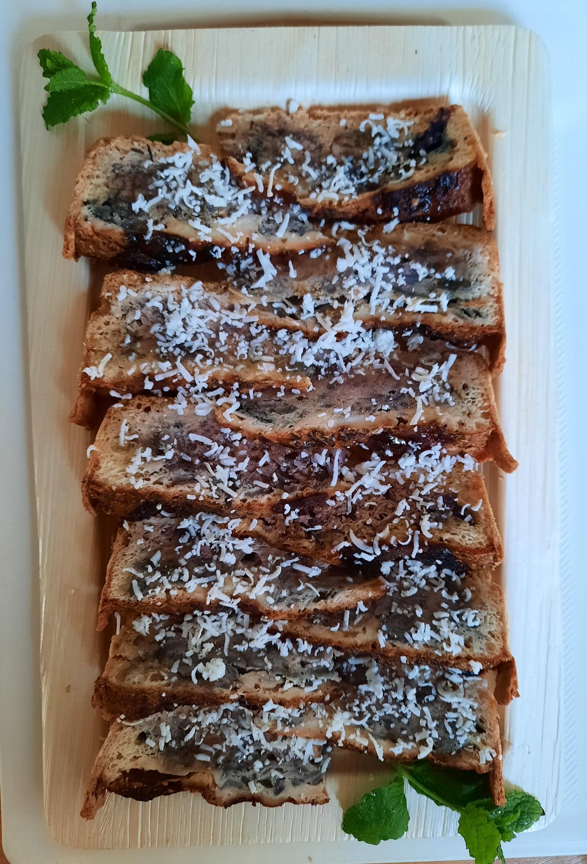 Rødløgstærte med gedeost og honning
